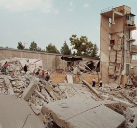21 χρόνια από τον μεγάλο σεισμό της Αθήνας: Σπάνιες φωτογραφίες & τα πρωτοσέλιδα των εφημερίδων του 1999 για την τραγωδία - Κυρίως Φωτογραφία - Gallery - Video