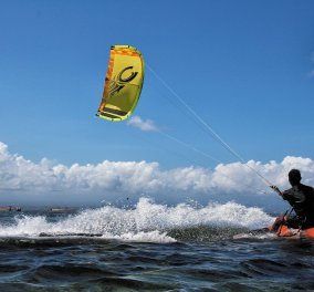 Τραγωδία στη Ρόδο: Nεκροί δύο kite surfers & ένας τραυματίας - Έπεσαν σε βράχια  - Κυρίως Φωτογραφία - Gallery - Video