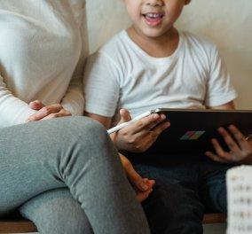 Βίντεo: Ο μικρός έκανε online μάθημα & η μαμά του πέρασε από δίπλα εντελώς γυμνή - Κυρίως Φωτογραφία - Gallery - Video