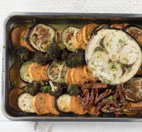 O Άκης Πετρετζίκης μας προτείνει μια μοναδική συνταγή - Ψητός ξιφίας με λαχανικά  - Κυρίως Φωτογραφία - Gallery - Video