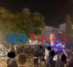 Φτου ξελευτερία! Το αδιαχώρητο χθες το βράδυ στο κέντρο της Θεσσαλονίκης λίγο πριν ξεκινήσουν τα μέτρα (Φωτό & Βίντεο)  - Κυρίως Φωτογραφία - Gallery - Video