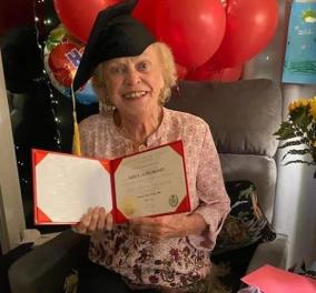 Topwoman η Eileen Delaney: Πήρε το δίπλωμα της στα 93 μετά από 75 χρόνια - Είχε αναγκαστεί να παρατήσει το σχολείο (φωτό - βίντεο)   - Κυρίως Φωτογραφία - Gallery - Video