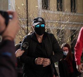Ο Νότης Σφακιανάκης με χειροπέδες στον Εισαγγελέα: Συνελήφθη για κατοχή μικροποσότητας ναρκωτικών & ενός όπλου (φωτό- βίντεο) - Κυρίως Φωτογραφία - Gallery - Video