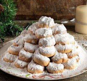 Ο Άκης Πετρετζίκης μας φτιάχνει το απόλυτο χριστουγεννιάτικο γλυκό- Η συνταγή για τους πιο βουτυρένιους κουραμπιέδες που έχετε δοκιμάσει ποτέ (βίντεο)  - Κυρίως Φωτογραφία - Gallery - Video