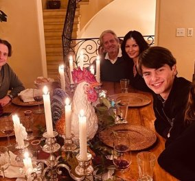 Οικογενειακές φωτό για την μεγάλη γιορτή του Thanksgiving- Με τα παιδιά τους Catherine Zeta Jones, Gwyneth Paltrow & Reese Witherspoon - Κυρίως Φωτογραφία - Gallery - Video