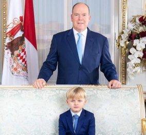 Ο πρίγκιπας Αλβέρτος έβαλε να ποζάρουν στον θρόνο του εναλλάξ ο γιος του Ζακ & η κόρη του Γκαμπριέλλα (Φωτό & Βίντεο) - Κυρίως Φωτογραφία - Gallery - Video
