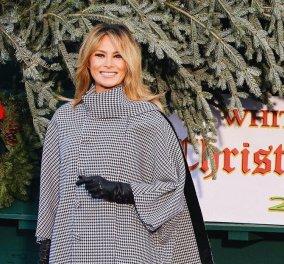 Η Melania Trump & η «τελευταία» επίσημη κάπα της στην υποδοχή του δέντρου στον Λευκό Οίκο - Καρό παλτό Balenciaga & χαιρετούρα α λα Meghan (Φωτό & Βίντεο) - Κυρίως Φωτογραφία - Gallery - Video