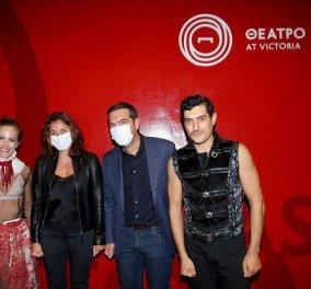 Αλέξης Τσίπρας και Μπέτυ Μπαζιάνα πήγαν στο θέατρο - Παρακολούθησαν τον Αργύρη Πανταζάρα και την Έλλη Τρίγγου - Κυρίως Φωτογραφία - Gallery - Video