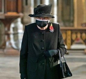 Επιτέλους η βασίλισσα Ελισάβετ με μαύρη μάσκα φαρδιά & μεγάλη, black καπέλο & παλτό her style (Φωτό & Βίντεο)  - Κυρίως Φωτογραφία - Gallery - Video