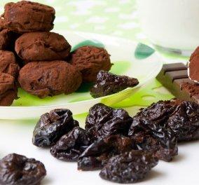 Ο Στέλιος Παρλιάρος μας προτείνει ένα σούπερ γλυκό: Δαμάσκηνα γεμιστά με σοκολάτα  - Κυρίως Φωτογραφία - Gallery - Video