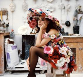 Μόνικα Μπελούτσι: Εντυπωσιάζει στην φωτογράφιση της Ιταλική Vogue με Dolce Gabbana - Το λουλουδένιο φόρεμα με ασορτί καπέλο (φωτό) - Κυρίως Φωτογραφία - Gallery - Video
