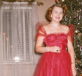 Vintage Christmas : 43 κυρίες της δεκαετίας του 50 ποζάρουν μπροστά στο χριστουγεννιάτικο δέντρο - Λαμπερές, σέξι, εκκεντρικές ,glam, υπέροχες! (φώτο) - Κυρίως Φωτογραφία - Gallery - Video