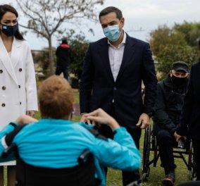 H Δόμνα Μιχαηλίδου υποδέχτηκε τον Αλέξη Τσίπρα στο ΠΙΚΠΑ Βούλας - Η επίσκεψη στο Κέντρο Αποθεραπείας & Αποκατάστασης Παιδιών Με Αναπηρία (Φωτό & Βίντεο) - Κυρίως Φωτογραφία - Gallery - Video
