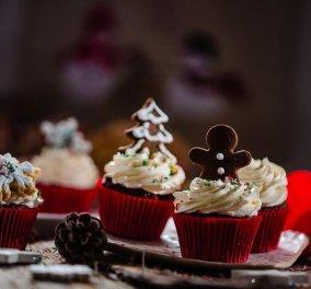 Απίθανα γιορτινά muffins σοκολάτας από την Ντίνα Νικολάου- Με κρέμα & αρώματα καφέ - Κυρίως Φωτογραφία - Gallery - Video