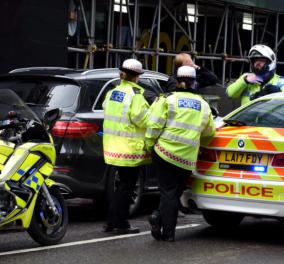 Συναγερμός στο Λονδίνο: Αυτοκίνητο έπεσε πάνω σε πεζούς - 4 τραυματίες (φωτό)  - Κυρίως Φωτογραφία - Gallery - Video