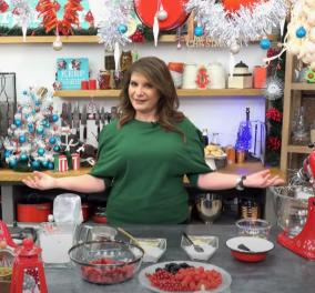 Η Αργυρώ Μπαρμπαρίγου μας δείχνει βήμα - βήμα πως να φτιάξουμε Χριστουγεννιάτικο γλυκό με μαρέγκες (βίντεο) - Κυρίως Φωτογραφία - Gallery - Video