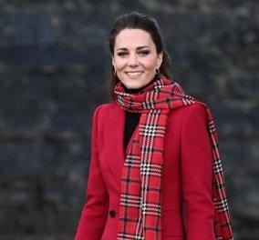 Ας ακολουθήσουμε την πριγκίπισσα Kate στο #RoyalTrainTour - Η σκωτσέζικη φούστα, το πράσινο, κόκκινο & θαλασσί παλτό (Φωτό & Βίντεο)  - Κυρίως Φωτογραφία - Gallery - Video