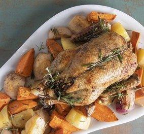 """Ο Άκης Πετρετζίκης έχει μια πολύ """"gourmet"""" ιδέα για το γιορτινό τραπέζι: Πεντανόστιμη γεμιστή πάπια - Μοσχοβόλησε το σπίτι - Κυρίως Φωτογραφία - Gallery - Video"""