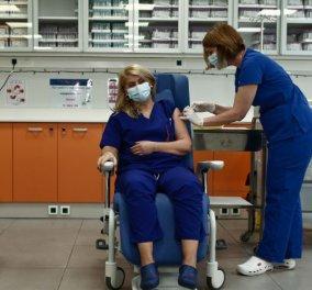 Κορωνοϊός: Ιστορική ημέρα για την Ελλάδα  - Η νοσηλεύτρια Ευσταθία Καμπισιούλη η πρώτη γυναίκα που εμβολιάστηκε (φωτό - βίντεο) - Κυρίως Φωτογραφία - Gallery - Video