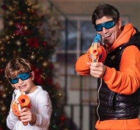 Αλέξανδρος vs Μπαμπάς: Ο Σάκης Ρουβάς μετέτρεψε το σαλόνι του σε λούνα παρκ – Ο γιος του έχει μεγαλώσει πολύ & έχει τα μάτια της Κάτιας (Φωτό)  - Κυρίως Φωτογραφία - Gallery - Video