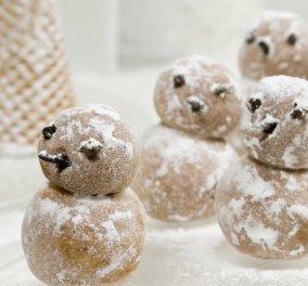 Ο Στέλιος Παρλιάρος μας προτείνει ένα υπέροχο χριστουγεννιάτικο γλυκό - Χιονάνθρωποι από αμύγδαλο  - Κυρίως Φωτογραφία - Gallery - Video