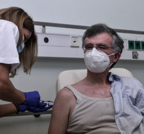 Εμβολιάστηκε και ο καθηγητής Σωτήρης Τσιόδρας  - ''Το τέλος θα έρθει όταν εμβολιαστούν οι περισσότεροι'' (φωτό - βίντεο) - Κυρίως Φωτογραφία - Gallery - Video