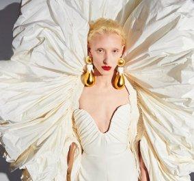 Η νέα collection του Schiaparelli ύμνος στην γυναίκα και το σώμα: Όγκοι, χρυσά αξεσουάρ & ένα υπέροχο φούξια φόρεμα (φωτό & βίντεο) - Κυρίως Φωτογραφία - Gallery - Video