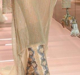 8 απίθανα παπούτσια από την πασαρέλα: Οι glam-rock πλατφόρμες του Valentino, οι κεντητές μπότες του Fendi (φωτό) - Κυρίως Φωτογραφία - Gallery - Video