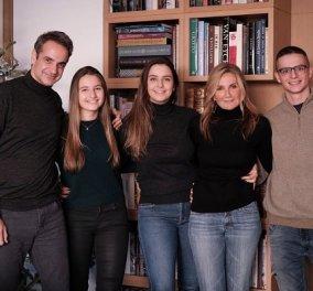 Κυριάκος και Μαρέβα Μητσοτάκη: Όλη η οικογένεια μαζί για την Καλή Χρονιά (φωτό) - Κυρίως Φωτογραφία - Gallery - Video