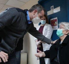 Ο Μητσοτάκης στα Καμίνια - Εμβολιαστικό κέντρο: Είναι συγκινητικό και ισχυρό το μήνυμα διαγενεακής αλληλεγγύης (φωτό & βίντεο) - Κυρίως Φωτογραφία - Gallery - Video