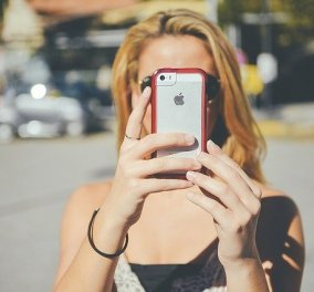 Ιταλοί καταναλωτες μηνύουν την Apple γιατί εσκεμμένα «καθιστά» ξεπερασμένα και άχρηστα τα iPhone  - Κυρίως Φωτογραφία - Gallery - Video
