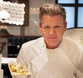 """Ο Gordon Ramsay φτιάχνει ένα γιορτινό σπιτάκι και το... διαλύει με τον πλάστη του: """"F@ck off 2020!"""" (βίντεο) - Κυρίως Φωτογραφία - Gallery - Video"""