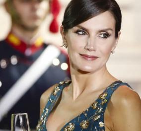 Βασίλισσα Λετίσια της Ισπανίας-  πρώτη εμφάνιση 2021: Μαύρη κάπα, φούστα μάξι , λουστρίνι κομψές γόβες & λευκό πουκάμισο  με φραμπαλάδες (φωτό) - Κυρίως Φωτογραφία - Gallery - Video
