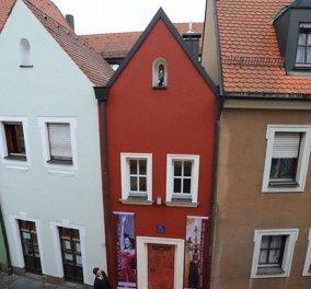 Το μικρότερο ξενοδοχείο στον κόσμο: Χωράει μόνο εσένα & το ταίρι σου - Ένας νόμος για τον γάμο πίσω από το 280 ετών κτίριο (φωτό) - Κυρίως Φωτογραφία - Gallery - Video