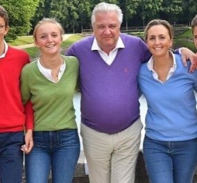 Laurent του Βελγίου: Η νέα οικογενειακή φωτό του αδελφού του βασιλιά Φίλιππου- Χαλαρά με τα τζιν τους & χρωματιστά πουλοβεράκια ο πρίγκιπας, η γυναίκα του & τα 3 παιδιά τους - Κυρίως Φωτογραφία - Gallery - Video