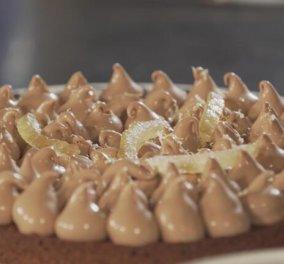 Ο Στέλιος Παρλιάρος μας γοητεύει με την τούρτα namelaka - Προκλητική κρέμα σοκολάτας με άρωμα λεμόνι  - Κυρίως Φωτογραφία - Gallery - Video