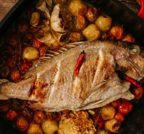 Η Ντίνα Νικολάου δημιουργεί ένα απίστευτο πιάτο: Φαγκρί με πιπεράτα ντοματίνια  - Κυρίως Φωτογραφία - Gallery - Video