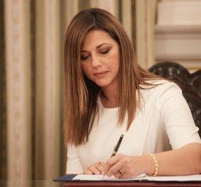 Σοφία Ζαχαράκη: Το απλό, κλασσικό office στυλ, στις εμφανίσεις της νέας Υφυπουργού  Τουρισμού (φωτό)  - Κυρίως Φωτογραφία - Gallery - Video