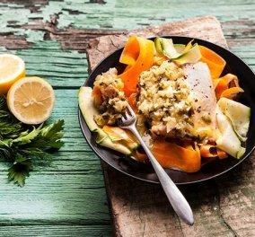 Υπέροχο, λαχταριστό, υγιεινό πιάτο - Η Αργυρώ Μπαρμπαρίγου μας φτιάχνει Σολομό σοτέ με ταλιατέλες λαχανικών - Κυρίως Φωτογραφία - Gallery - Video