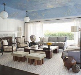 Ένα μαγικό σπίτι: Γαλάζια οροφή στο σαλόνι και βιτρώ με πολύχρωμους κρυστάλλους στον διάδρομο (φωτό) - Κυρίως Φωτογραφία - Gallery - Video