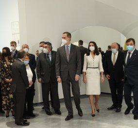 Βασίλισσα της τέχνης της μόδας & της φινέτσας η Λετίσια - Με υπέρκομψο λευκό φόρεμα στο πρώτο της ταξίδι εκτός Μαδρίτης για το 2021 (φώτο)  - Κυρίως Φωτογραφία - Gallery - Video