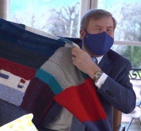 Το τεράστιο πουλόβερ που πρόσφεραν οι Ολλανδοί στον βασιλιά τους Willem Alexander - Τι συμβολίζει το δώρο (φωτό) - Κυρίως Φωτογραφία - Gallery - Video