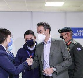 Στο mega εμβολιαστικό κέντρο στο Μαρούσι ο Κυριάκος Μητσοτάκης: Τα εμβόλια είναι ασφαλή και αποτελεσματικά (φωτό & βίντεο) - Κυρίως Φωτογραφία - Gallery - Video