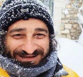 Βασίλης Χαραλαμπόπουλος: Το χιόνι σκέπασε τα πάντα στην αυλή του! - Δείτε τον πώς παίζει σαν μικρό παιδί (φωτό & βίντεο) - Κυρίως Φωτογραφία - Gallery - Video