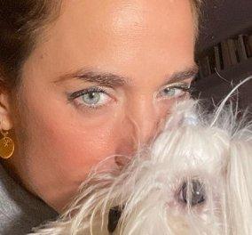 Το αγγελικό πρόσωπο της Εύας Αντωνοπούλου και ο Άγγελος της: Με τον σκύλο της αγκαλιά η παρουσιάστρια του ΣΚΑΪ (φωτό) - Κυρίως Φωτογραφία - Gallery - Video