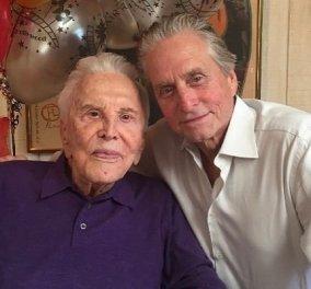 Συγκινεί ο Μάικλ Ντάγκλας: Ένα χρόνο χωρίς τον πατέρα μου Κέρκ που έφυγε στα 103…. (φωτό) - Κυρίως Φωτογραφία - Gallery - Video
