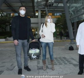 Η πρώτη φωτογραφία του Βασίλη Κικίλια και της Τζένης Μπαλατσινού, βόλτα έξω με το μωρό τους και το καροτσάκι (φωτό) - Κυρίως Φωτογραφία - Gallery - Video