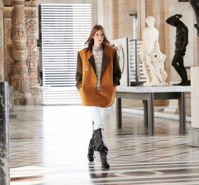 Τα υπέροχα ρούχα του Louis Vuitton είναι εμπνευσμένα από την Αρχαία Ελλάδα -  Το ντεφιλέ ανάμεσα στα ελληνικά αγάλματα στο Λούβρο (φώτο-βίντεο) - Κυρίως Φωτογραφία - Gallery - Video