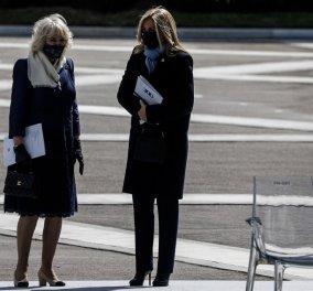 """Με κομψό μπλε σύνολο η Μαρέβα Μητσοτάκη στην παρέλαση της 25ης Μαρτίου - """"Minimal Chic"""" εμφάνιση για τη σύζυγο του πρωθυπουργού (φώτο) - Κυρίως Φωτογραφία - Gallery - Video"""