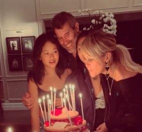 Υπέρκομψη η Laeticia Hallyday στα γενέθλιά της: Γιόρτασε μαζί με το νέο της αμόρε & τις κόρες της, από τον γάμο της με τον Johnny Hallyday (βίντεο) - Κυρίως Φωτογραφία - Gallery - Video